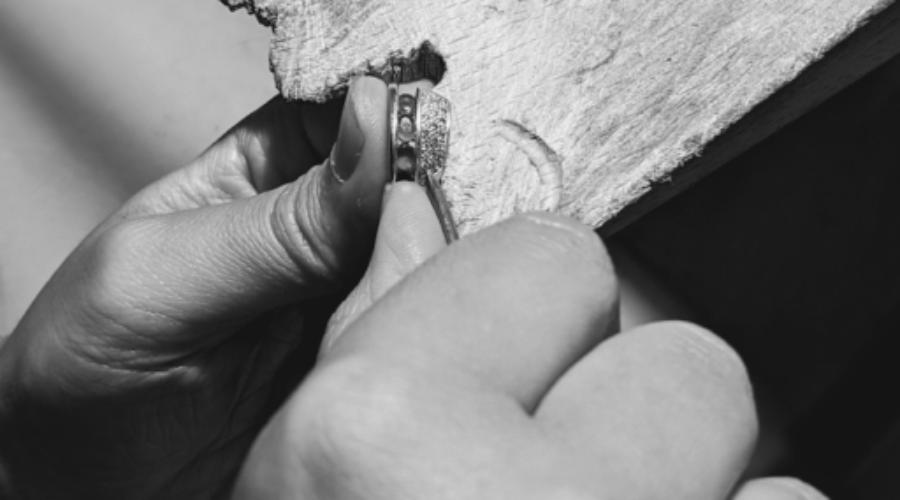 Atelier SAKR, bijoutière joaillère, du sur-mesure, son créneau.